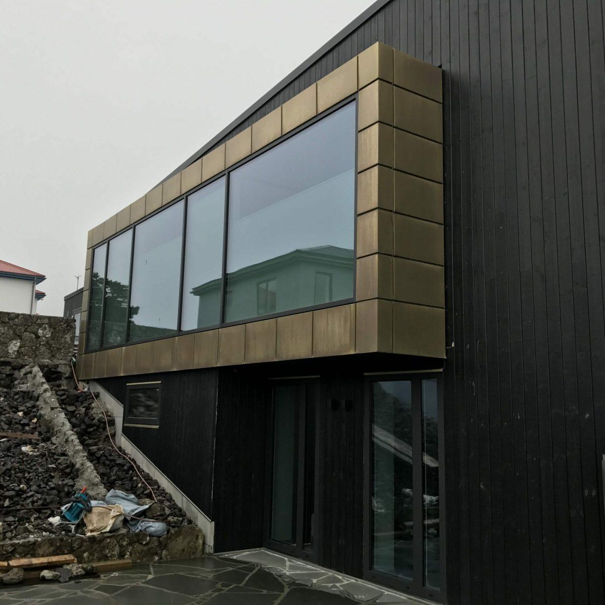 Tombak facade covering